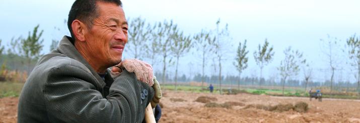 Farmer Guo taking a break from digging ge gen